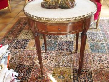 Lot De Table Bouillotte De Style Louis Xvi Dessus Marbre A Galerie