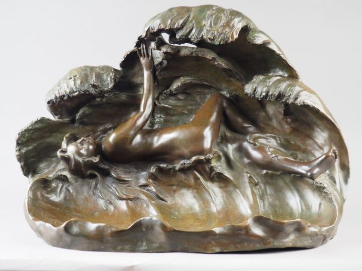 "Aristide de RANIERI. ""La vague"".  Sculpture en bronze à patine brune."